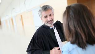La légère hausse de l'emploi concerne notamment les secteurs de l'hébergement et la restauration, les activités juridiques et de conseils, et les activités informatiques.