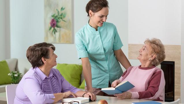 employe-maison-retraite