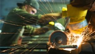 Les projets de recrutement augmentent de 27 % dans l'industrie.